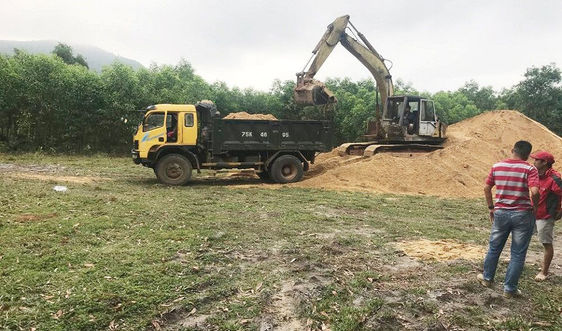 """Xử lý dứt điểm các bãi tập kết cát """"lậu"""" tại KKT Chân Mây  - Lăng Cô do Báo TN&MT phản ánh"""