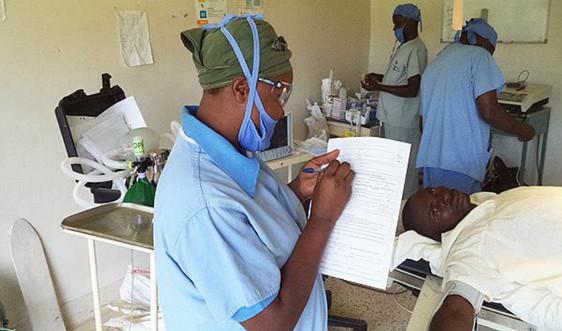 WHO công bố hướng dẫn giúp các quốc gia duy trì dịch vụ y tế thiết yếu trong đại dịch COVID-19