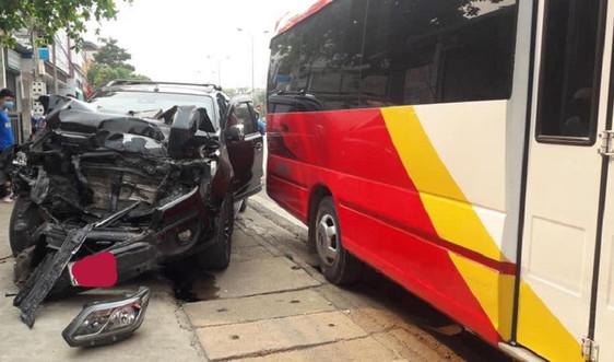 Sơn La: Xe bán tải mất lái gây tai nạn liên hoàn