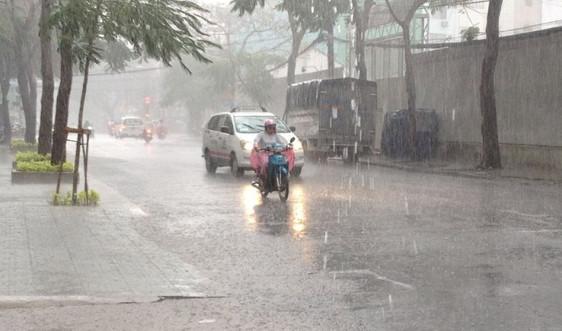 Nam Bộ chủ động ứng phó với mưa dông kèm lốc, sét, mưa đá và gió giật mạnh