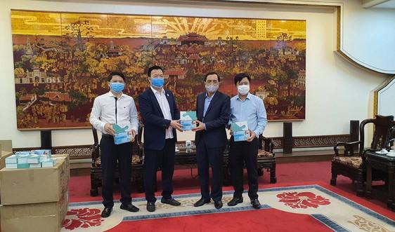 Tập đoàn Hanaka trao tặng thiết bị y tế phòng chống dịch Covid-19 trị giá 1,2 tỷ đồng