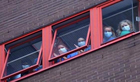 Cập nhật dịch COVID-19 sáng 2/5: WHO nói các quốc gia nới lỏng dần phong tỏa cần sẵn sàng với virus quay lại