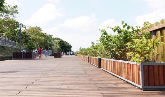 Chỉnh trang đường đi bộ hai bờ sông Hương