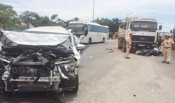 """Nhiều phương tiện """"nát"""" sau vụ tai nạn liên hoàn trên QL1A"""