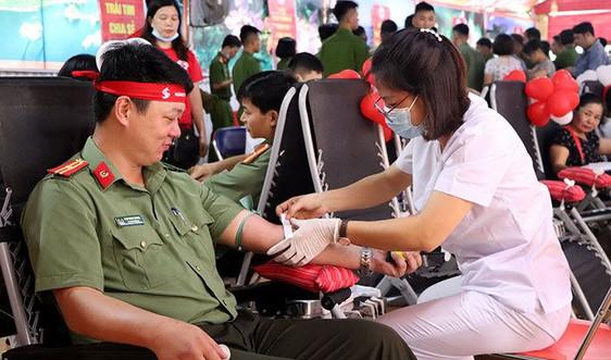 """Điện Biên: 500 người tham gia hiến máu trong """"Hành trình đỏ"""" tỉnh Điện Biên năm 2020"""