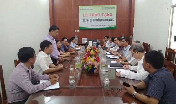 Tổng cục KTTV trao tặng thiết bị đo độ mặn nguồn nước cho tỉnh Ninh Thuận