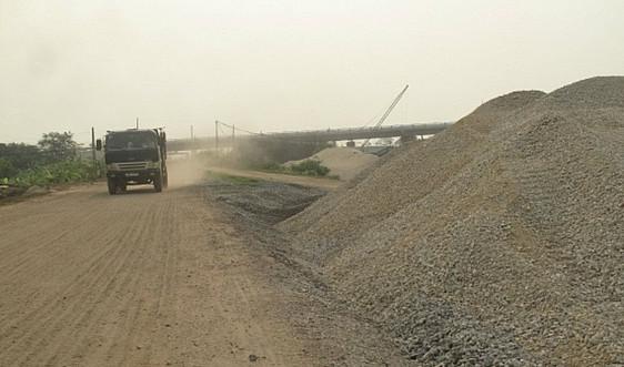 Hà Nội phối hợp xử lý dứt điểm tình trạng xe quá tải đi trên đê