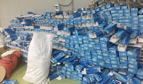 Liên tiếp bắt giữ các vụ về sản xuất khẩu trang y tế và găng tay cao su