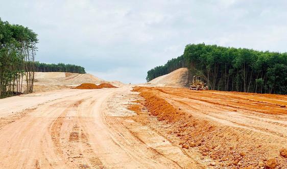 Thừa Thiên Huế: Nguy cơ khan hiếm đất san lấp phục vụ các dự án lớn