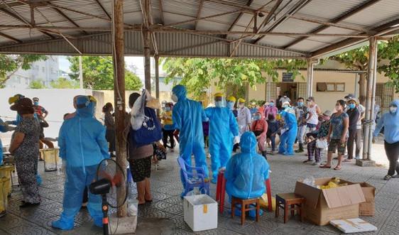 Đà Nẵng khẩn cấp đóng cửa chợ Nại Hiên Đông vì có 3 người mắc COVID-19 vào mua bán