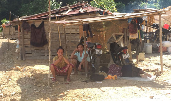 Điện Biên: Người dân Si Văn mỏi mòn chờ đất định cư