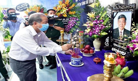 Người dân Thừa Thiên Huế lập bàn thờ, dâng hương tiễn biệt cố Tổng Bí thư Lê Khả Phiêu