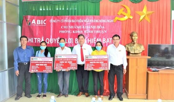 Agribank Bình Thuận phối hợp với ABIC Khánh Hòa chi trả quyền lợi bảo hiểm cho khách hàng trên 600 triệu đồng