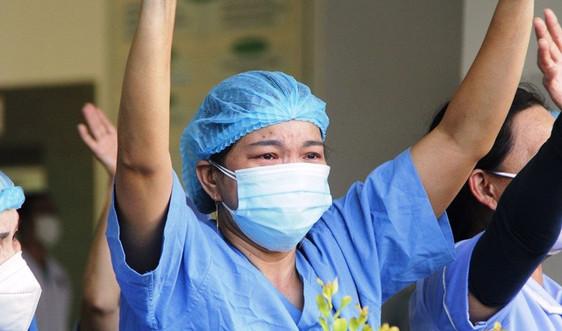 Xúc động ngày bệnh viện Đà Nẵng chính thức dỡ phong tỏa