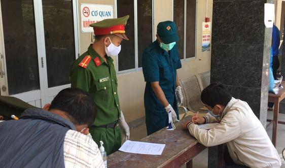 Quảng Nam: Đề nghị khen thưởng cán bộ tổ kiểm dịch nhặt được tài sản lớn trả lại người đánh rơi