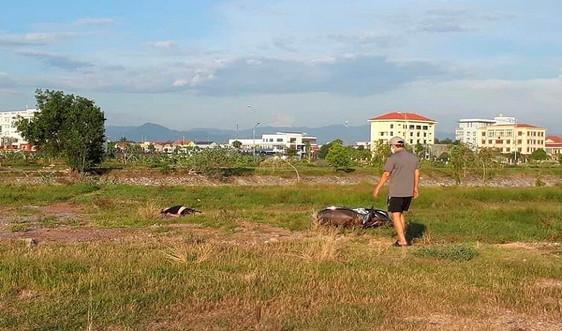 Quảng Bình: Tá hỏa phát hiện thi thể nam thanh niên trên bãi cỏ