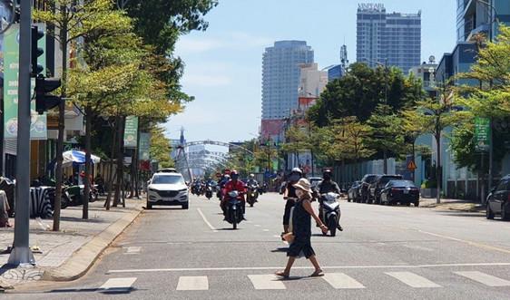 """Bên lề Covid-19 ở Đà Nẵng: Hàng quán ế ẩm, tiểu thương """"khóc ròng"""""""