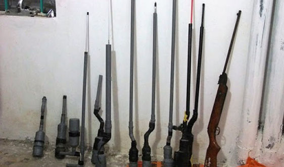 Bát Xát – Lào Cai: Người dân tự nguyện giao nộp gần 100 khẩu súng tự chế