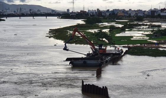 Xuyên đêm tháo dỡ 2 đập tạm ngăn mặn ở Đà Nẵng