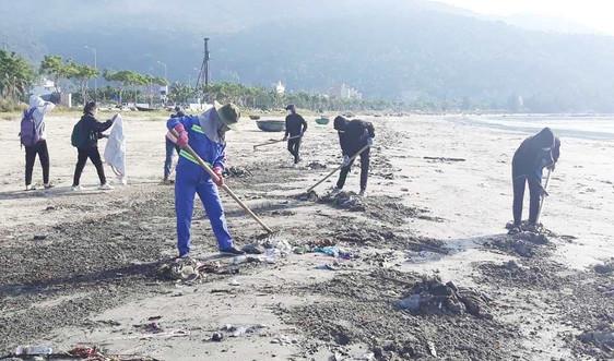 Thu gom hơn 1.300 tấn rác phát sinh do bão số 5