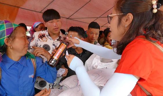Lào Cai: Những phiên chợ đầy ắp tình người