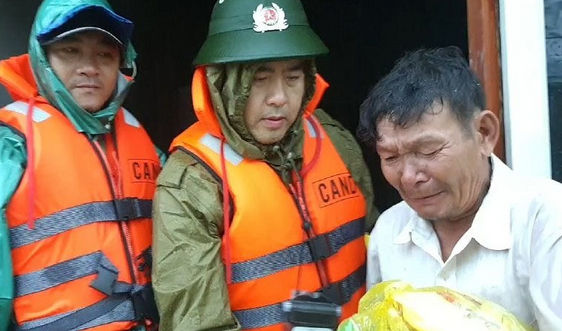 Thừa Thiên Huế: Hơn 24.000 nhà chìm trong nước, lũ trên sông Bồ vượt mốc lịch sử năm 1999