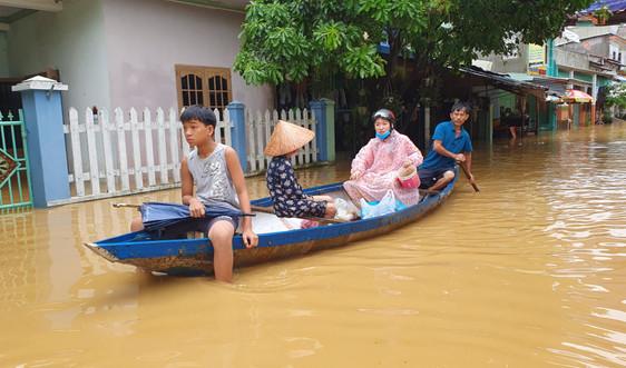 """Bão, lũ đang """"hoành hành"""": Miền quê Đà Nẵng chìm trong biển nước"""