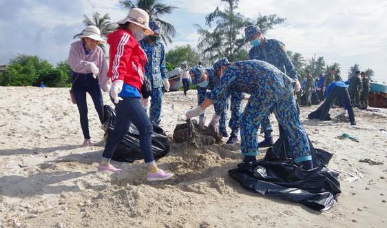 """Bộ đội Hải quân cùng người dân Bà Rịa - Vũng Tàuchung tay """"làm cho thế giới sạch hơn"""""""