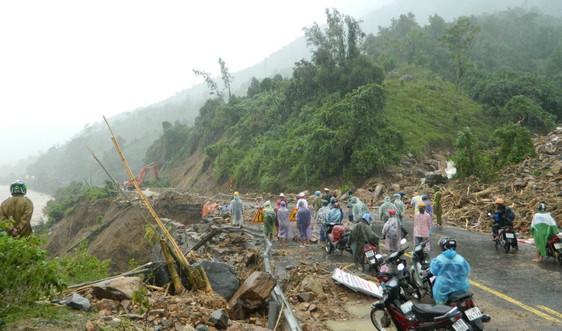 Mưa lớn khiến Quốc lộ 9 đoạn qua Đakrông (Quảng trị) sạt lở nghiêm trọng