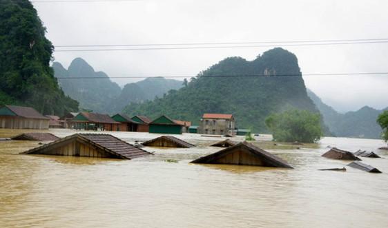 Mưa lũ miền Trung: 28 người chết, 12 người mất tích, hàng trăm nghìn ngôi nhà ngập lụt