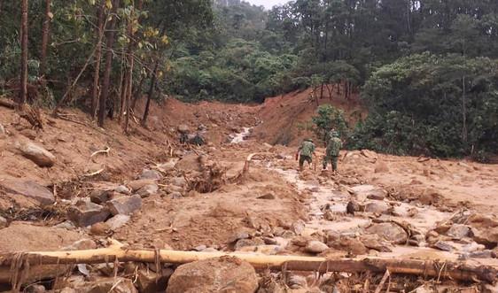 Tan hoang, đau thương hiện trường 13 người mất tích trong vụ sạt lở thủy điện Rào Trăng 3