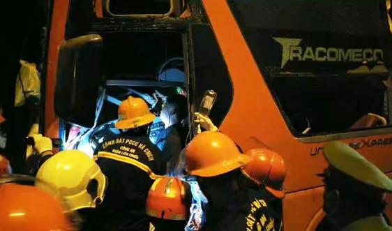 Tai nạn trên đường dẫn hầm Hải Vân, 2 người chết, nhiều người bị thương