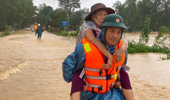 Quảng Trị: Nước lũ bất ngờ dâng cao, gần 10.000 hộ dân sơ tán khẩn