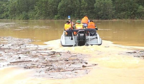 Tìm kiếm các nạn nhân mất tích tại thủy điện Rào Trăng 3 bằng đường thủy