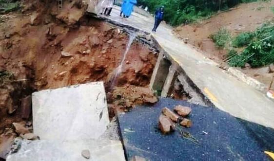 Quảng Nam: Đèo Le sạt lở nghiêm trọng, tạm dừng lưu thông tất cả phương tiện