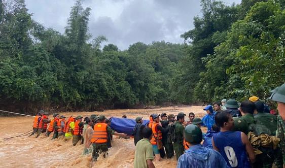 Quảng Trị: Băng rừng, vượt suối đưa thi thể Đại úy Công an hy sinh vì cứu hộ trong mưa lũ trở về