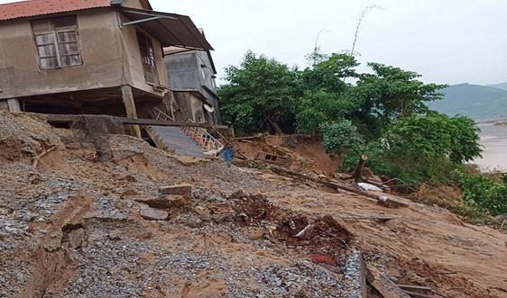 Quảng Bình: Di dời hàng chục hộ dân ra khỏi khu vực sạt lở đất