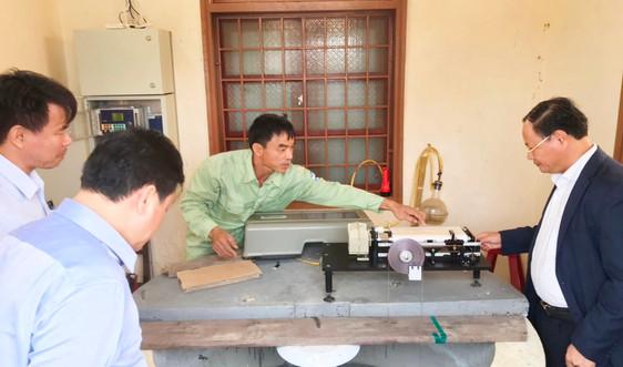 Thứ trưởng Lê Minh Ngân thăm và động viên cán bộ Trạm thủy văn Đông Hà