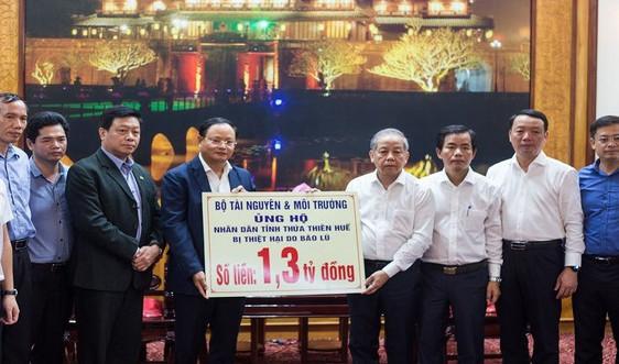 Bộ TN&MT trao hơn 1 tỷ đồng hỗ trợ Thừa Thiên Huế khắc phục hậu quả mưa lũ