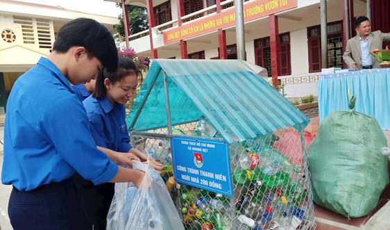 Điện Biên: Đổi rác thải nhựa lấy đồ dùng học tập