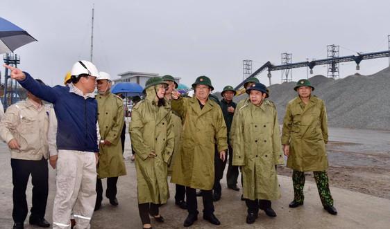 Phó Thủ tướng Trịnh Đình Dũng: Tình hình rất khẩn trương