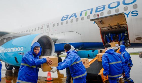 Bamboo Airways đưa bác sĩ, hàng hóa y tế vào hỗ trợ đồng bào miền Trung