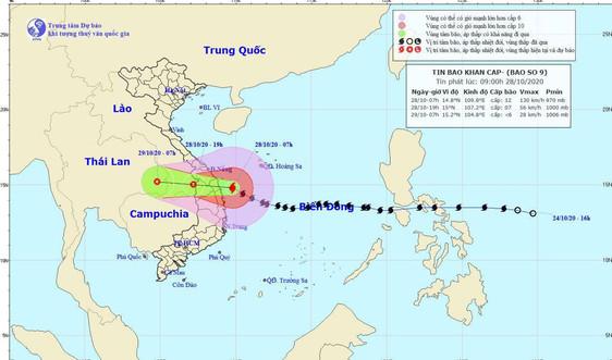 Bão số 9 lúc 9h ngày 28/10: Mớichỉ giảm 1 cấp, áp sát đất liền từ Đà Nẵng đến Phú Yên