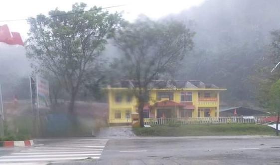 Thừa Thiên Huế: Nhiều người bị thương, nhà tốc mái do bão số 9