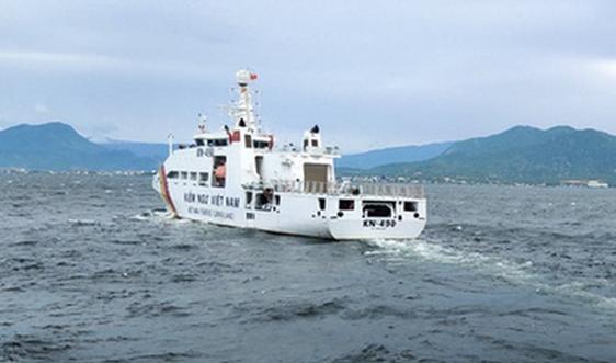 Quân chủng Hải quân điều nhiều tàu và máy bay thủy phi cơ đi cứu nạn