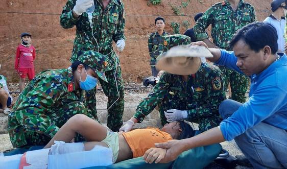 Cứu sống 33 người trong sạt lở núi: Niềm an ủi giữa những thương đau
