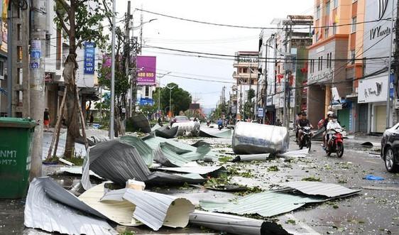 Quảng Ngãi: Khẩn trương vệ sinh môi trường, thu gom rác thải sau bão