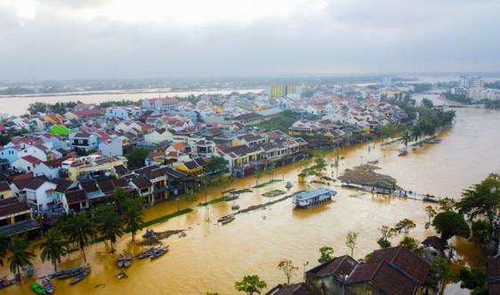 Phố cổ Hội An lại chìm trong nước lũ