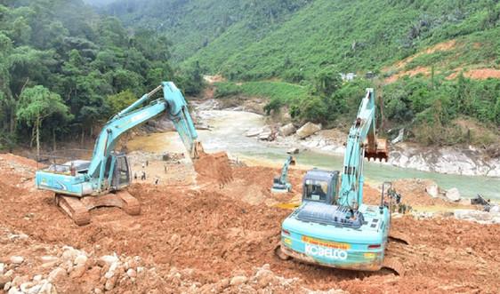 Ngăn đập, nắn dòng để tìm kiếm các nạn nhân mất tích tại thủy điện Rào Trăng 3