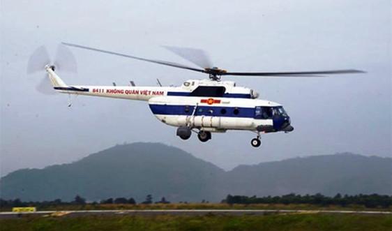 Trực thăng Mi17 thả lương thực cứu người dân Phước Sơn (Quảng Nam) đang bị cô lập